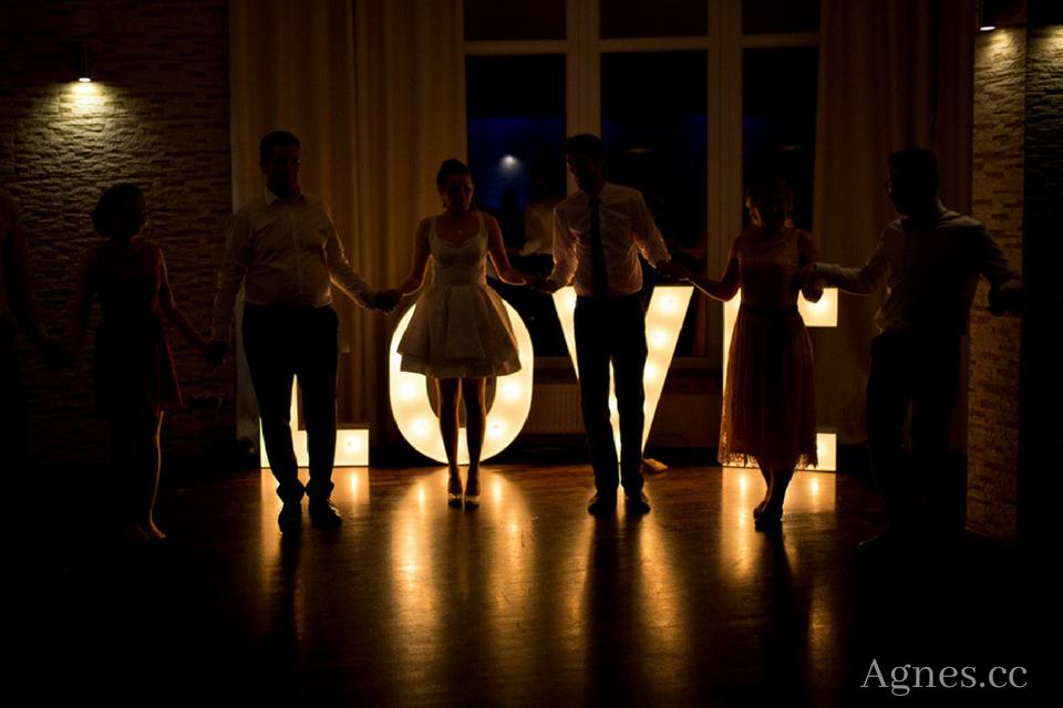 napis love na wesele